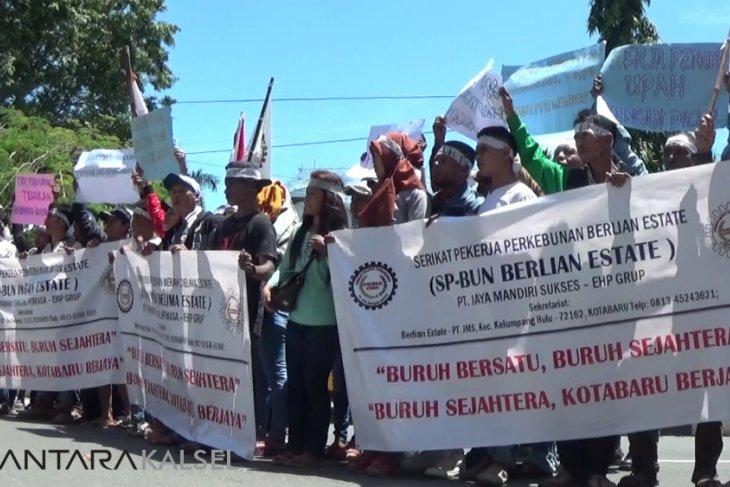 Serikat pekerja sawit sampaikan aspirasi ke DPRD Kotabaru