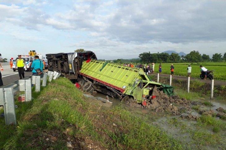 Tiga Tewas Kecelakaan Antara Bus-Truk di Tol Nganjuk