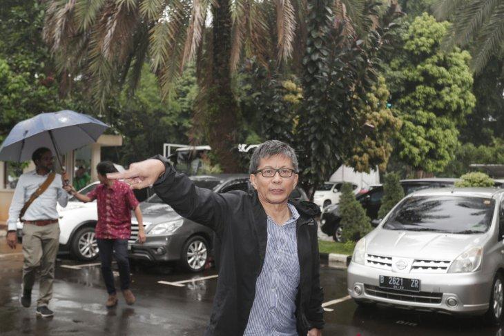 Rocky Gerung addresses Prabowo supporters in Kuala Lumpur