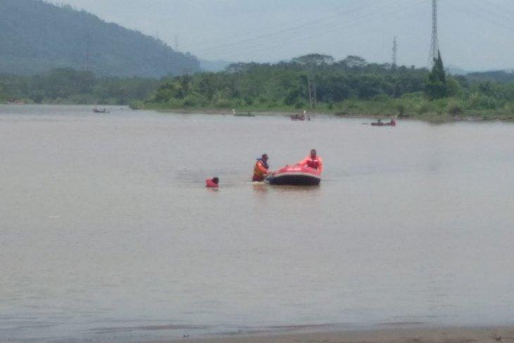 Pencarian korban tenggelam terkendala arus sungai deras