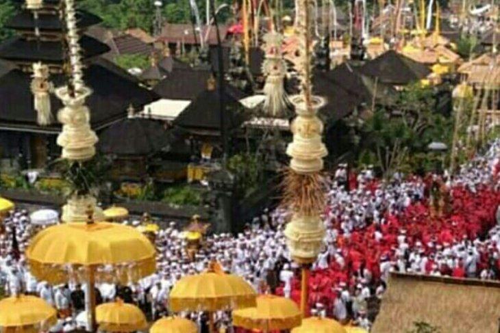 Umat Hindu lakukan ritual