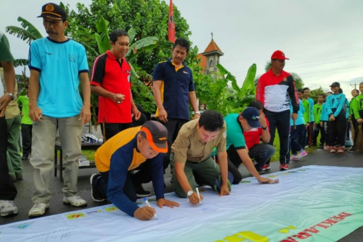 TNBB dan masyarakat deklarasikan peduli lingkungan