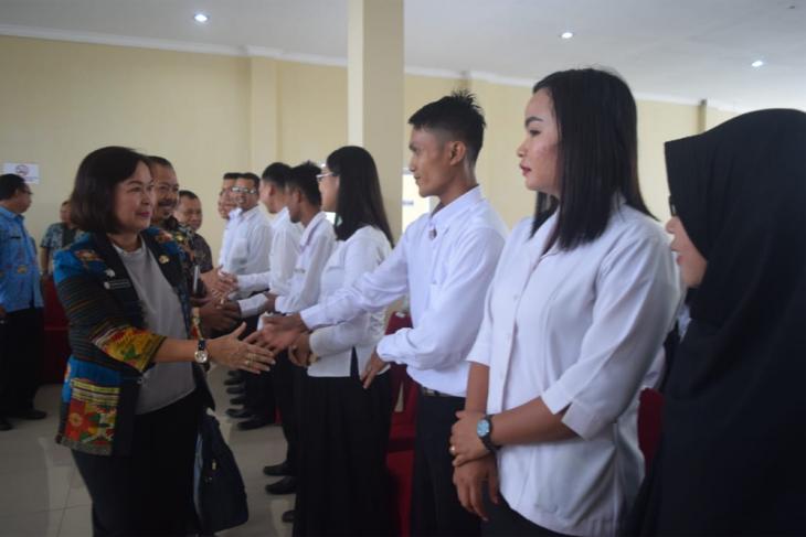 Pemkab Sintang Serahkan SK CPNS Formasi 2019