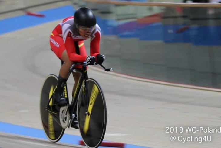 Atlet balap sepeda maksimalkan latihan indoor di Malang