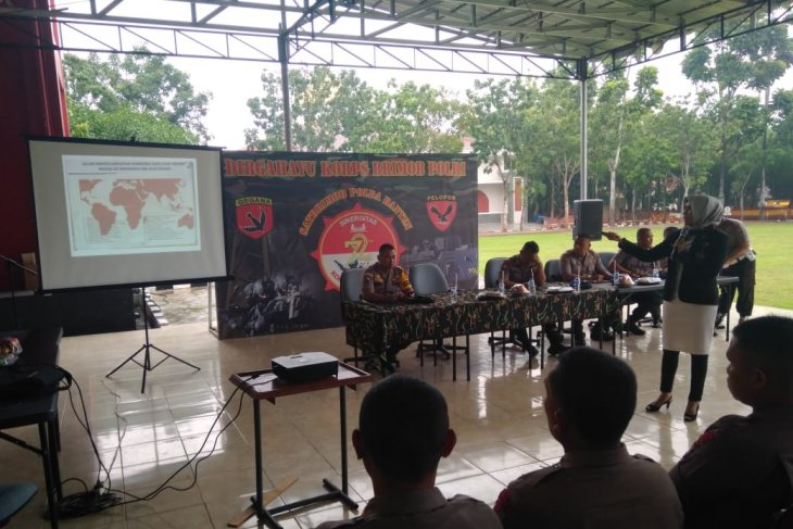 Brimobda Banten gandeng BNN penyuluhan narkoba dan tes urine personel