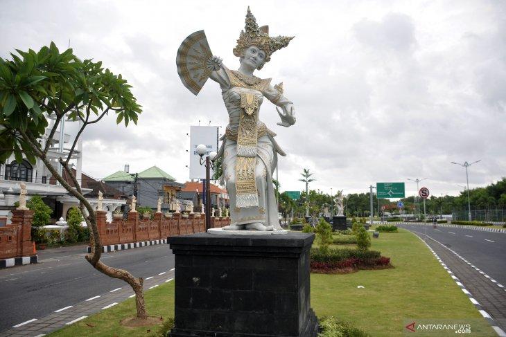 Bali lengang tapi aktivitas masyarakat tetap