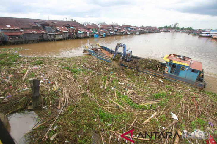 Banjarmasin siaga antisipasi aliran sampah Sungai Martapura
