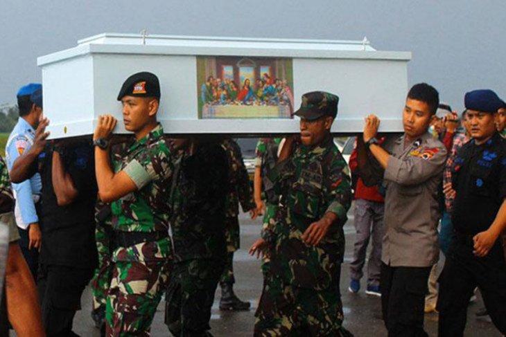 Jenazah tiga anggota TNI korban KKB dievakuasi dari Timika