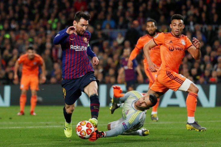 Dua gol dan dua assist Messi antar Barcelona melaju ke perempat final