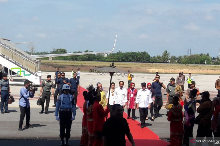 Jokowi pays working visit to Bangka Belitung