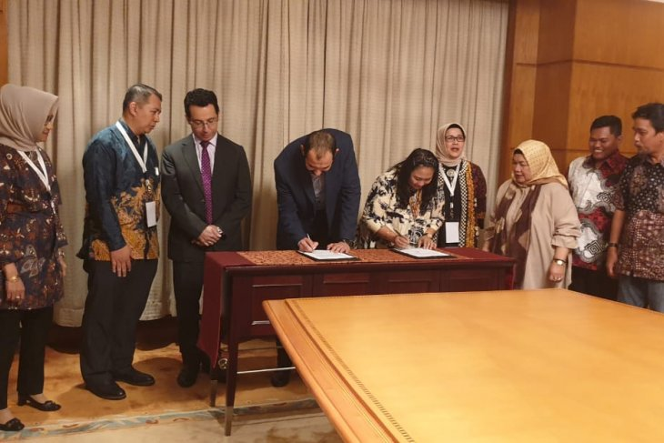 Indonesia has a 130 million dollar trade contract with Egypt