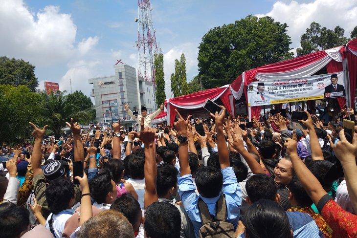 Prabowo sebut akan turunkan tarif listrik dan sembako