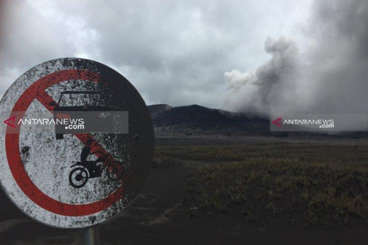 Semburkan abu vulkanik, Gunung Bromo tetap aman dikunjungi wisatawan