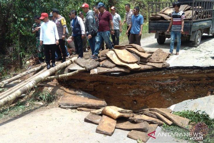 Jembatan Sungai Kajang ambruk lumpuhkan aktivitas masyarakat