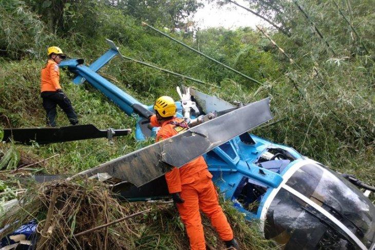 Empat penumpang helikopter yang jatuh selamat