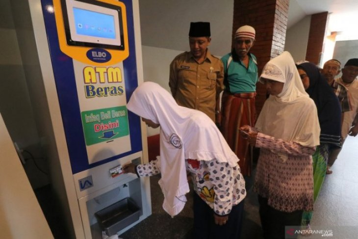 ATM Beras Untuk Warga Miskin