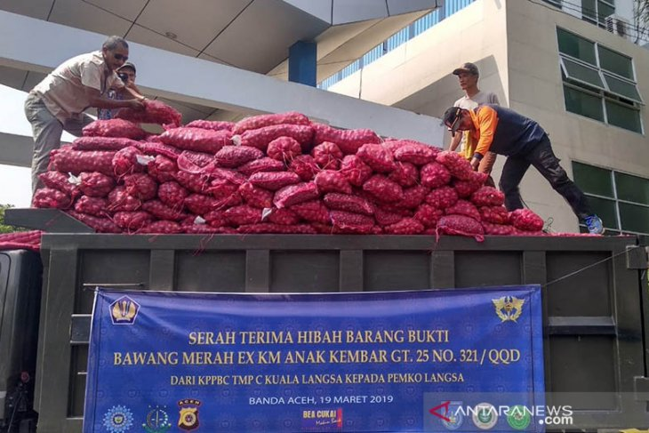 Bea Cukai hibahkan 30 ton bawang merah kepada pemerintah daerah