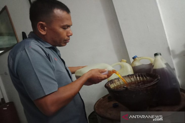 Harga jual naik, petani di Aceh Barat masih enggan jual minyak nilam