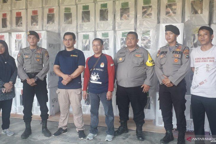 Polres Bangka Tengah tambah jumlah personel kawal surat suara
