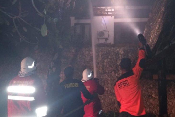 Bangunan Vila di Badung terbakar tersambar petir