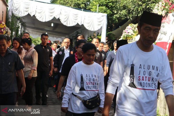 Jokowi pays homage to deputy director of his campaign team