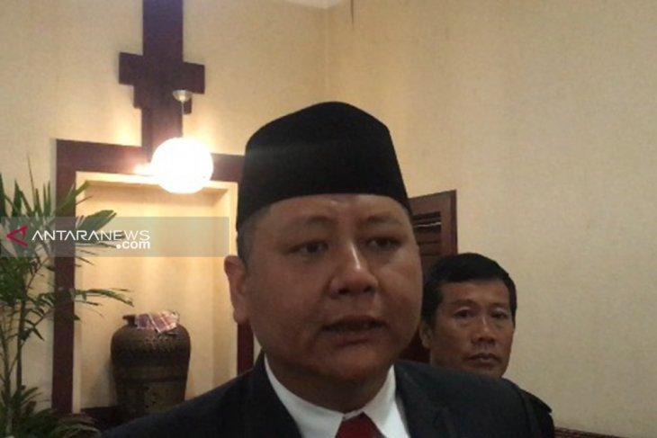 Wawali Surabaya jelaskan molornya pemberian gaji guru swasta setara UMK