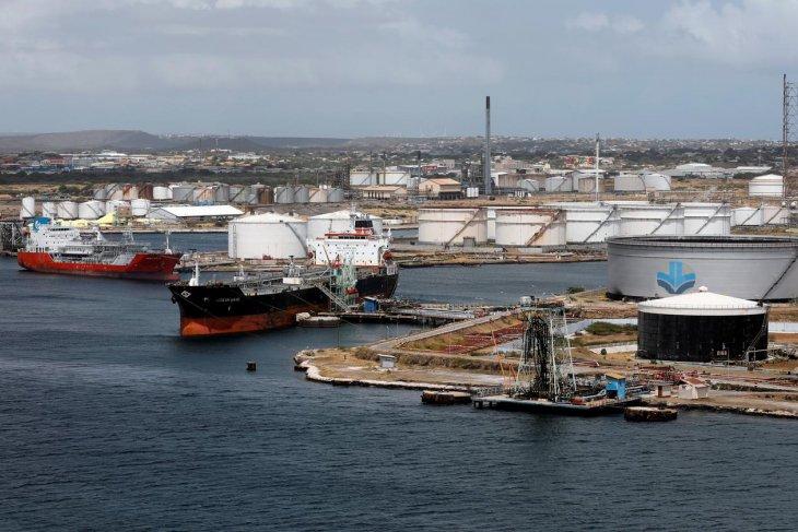 Harga minyak global menguat di tengah kesepakatan energi besar