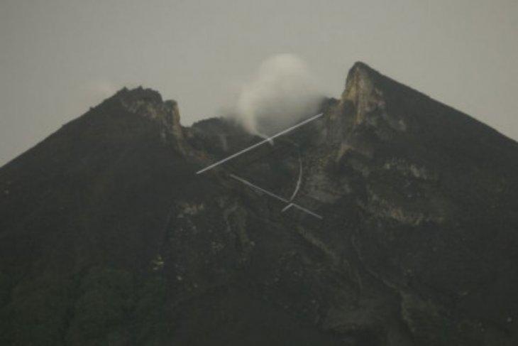 Gunung Merapi luncurkan awan panas 1.250 meter