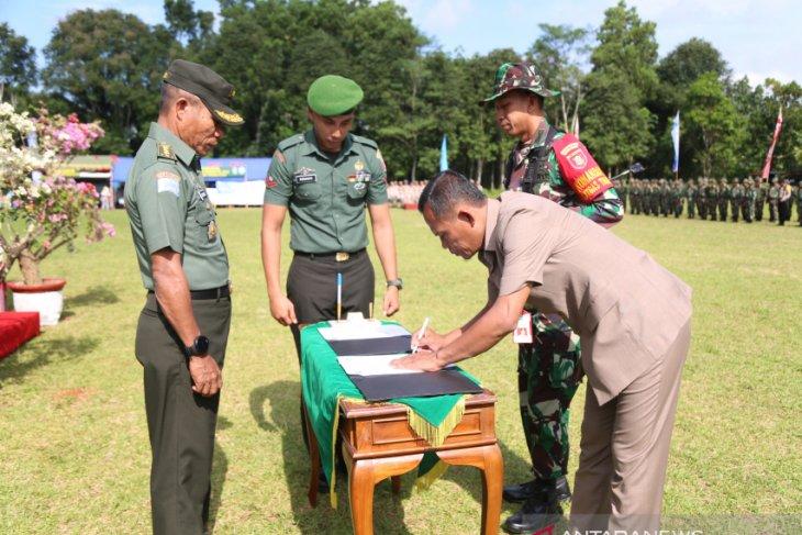 Regent Sukamta attends the closing of 104th TMMD