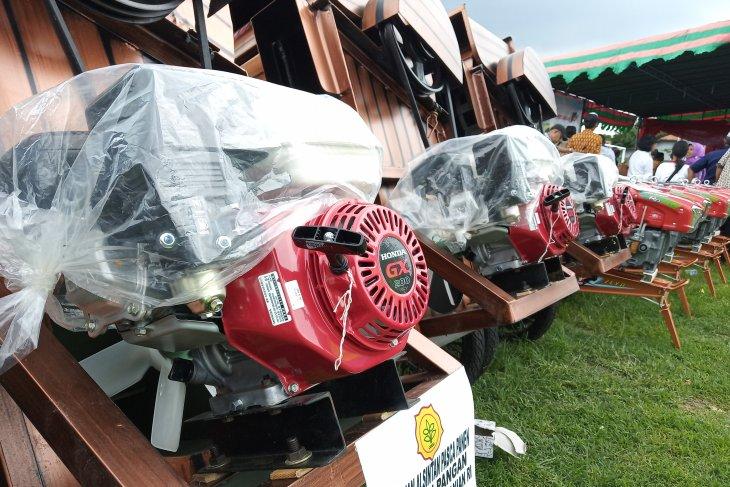 Bupati Bangka Tengah minta pemdes sediakan anggaran untuk alat pertanian