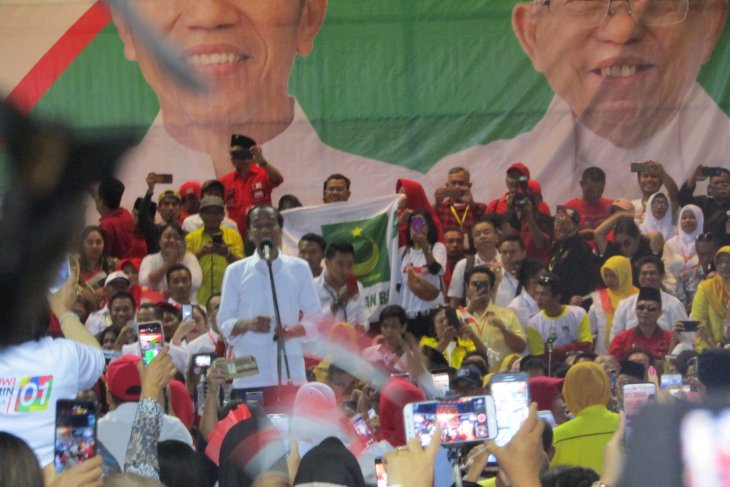 Balikpapan-Samarinda toll road to be completed this year: Jokowi