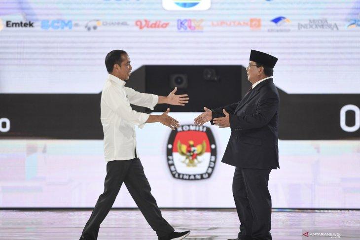 Jokowi highlights dovish diplomacy, Prabowo more into hawkish