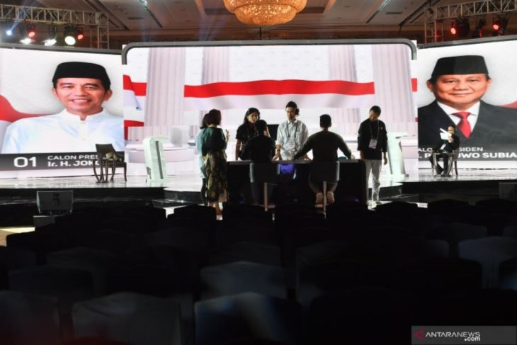 Fourth presidential candidate debate divided into five sessions