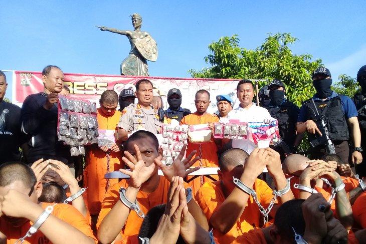 20 tersangka bandar-kurir narkoba digiring ke Patung PRG Renon Denpasar