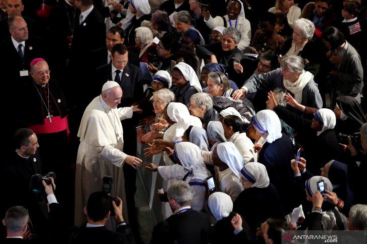 Paus Fransiskus: Mengubah agama tetangga bukan misi Anda