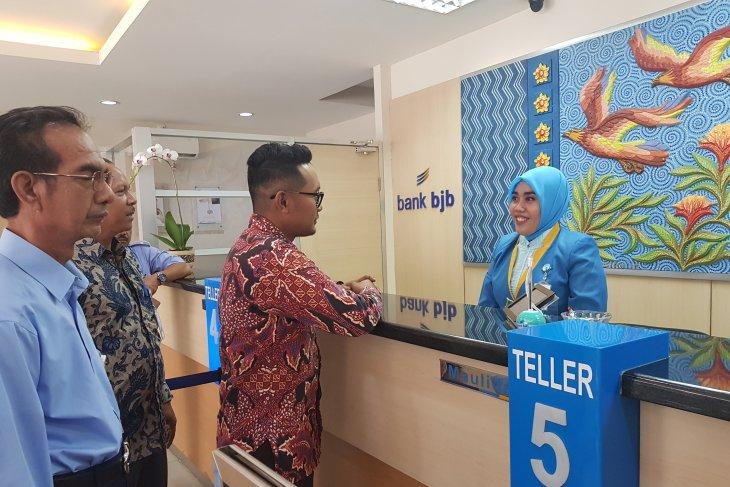 Warga Bekasi kini bisa bayar air di BJB