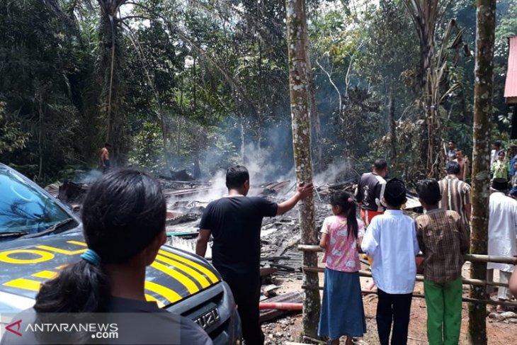 Pemkab Mukomuko bantu korban kebakaran rumah