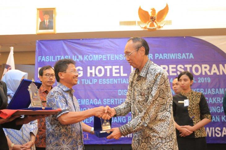275 Karyawan Hotel - Restoran Tangerang Ikuti Sertifikasi Kompetensi