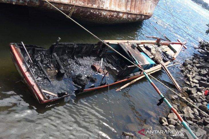 Kapal Nelayan Tradisional Yang Dibakar