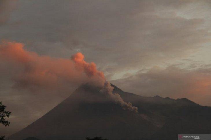 Gunung Merapi kembali luncurkan awan panas guguran Minggu dini hari