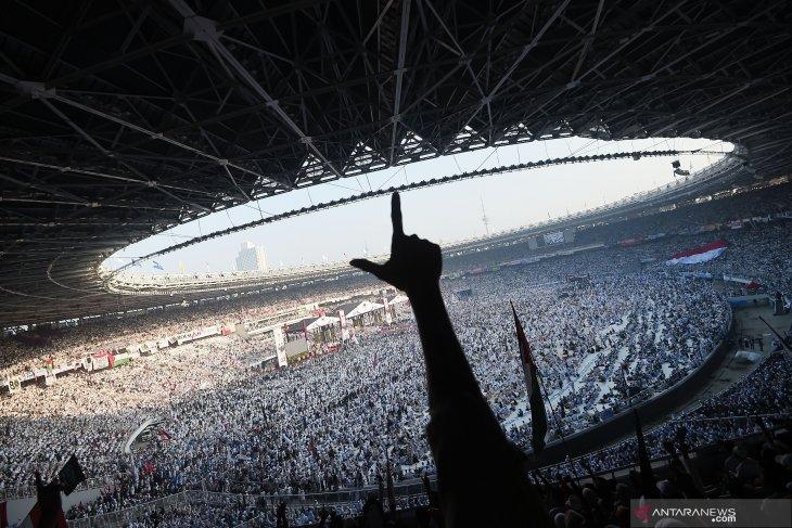 Regime change hysteria blows across Soekarno's historic stadium