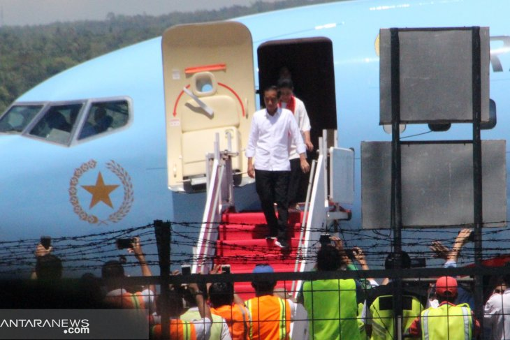 President Jokowi lands in Kupang to conduct open campaign