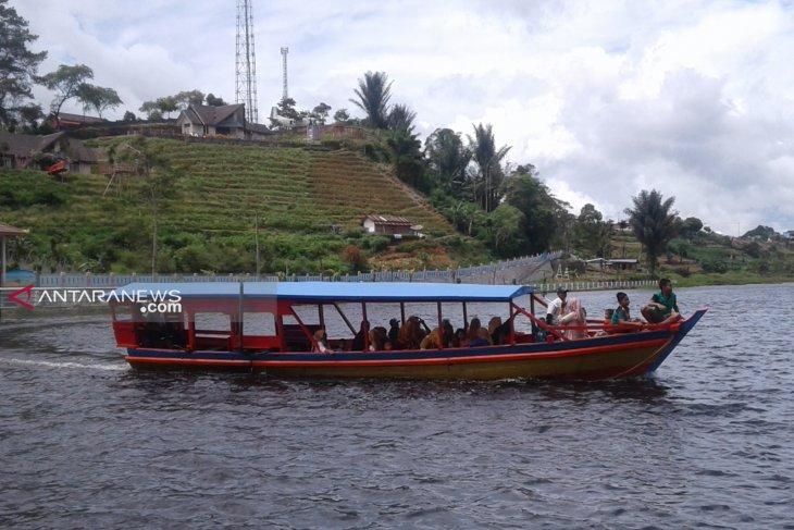 Usaha penyewaan perahu wisata Danau Mas Harun Bestari harus miliki izin