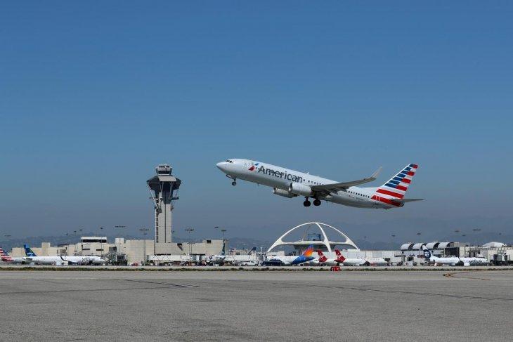 American Airlines perpanjang pembatalan Boeing Max