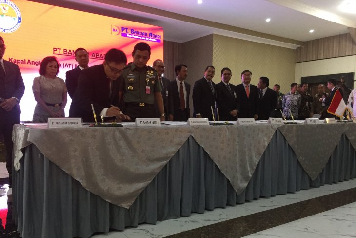Indonesia signs 22 defense weaponry and construction contracts
