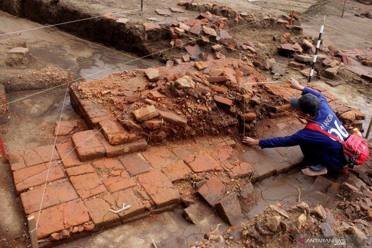 Penelitian arkeolog di situs Sekaran