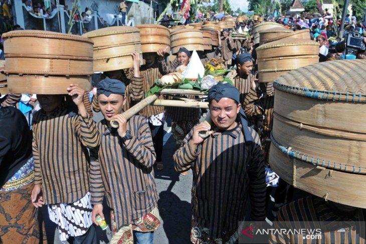 Warga lereng Gunung Merapi ikuti upacara tradisi