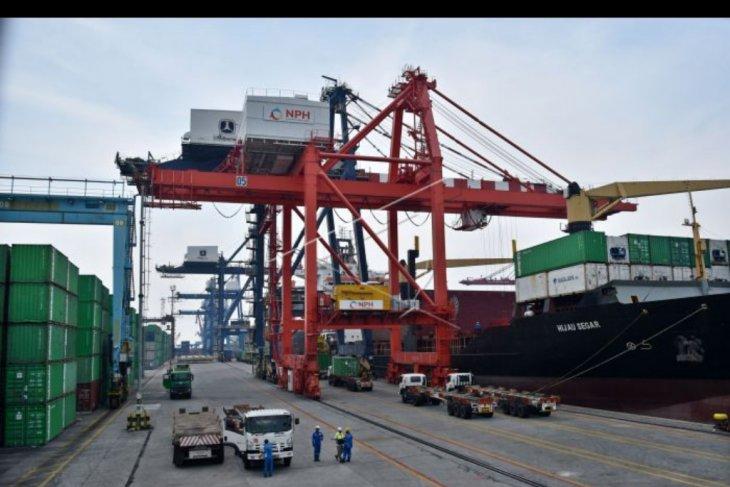 Neraca perdagangan nasional surplus