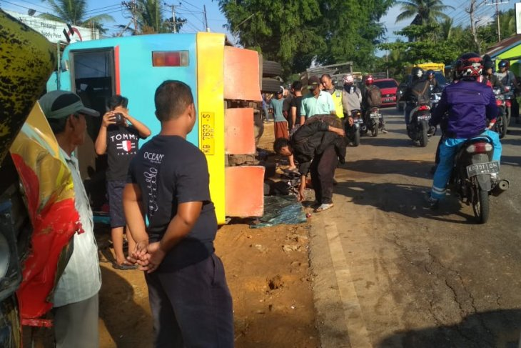 Kecelakaan Beruntun di KM 12,8 Jalan Raya Wajok Hilir