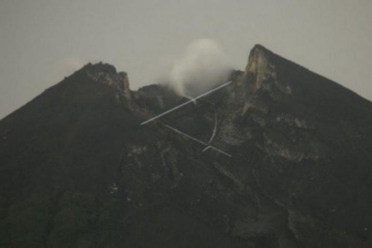 Gunung Merapi luncurkan awan panas guguran sejauh 1.200 meter